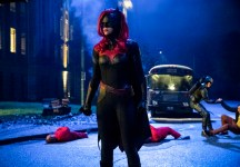 "Arrow S07E09: ""Elseworlds, Part 2"" – synopsis, photos, and discussion"