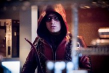 Arsenal heads back to Star City in new Arrow episode photos